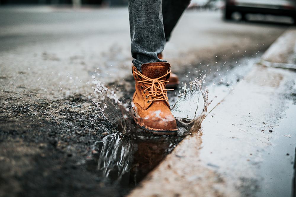 雨の日に革製品と付き合う方法